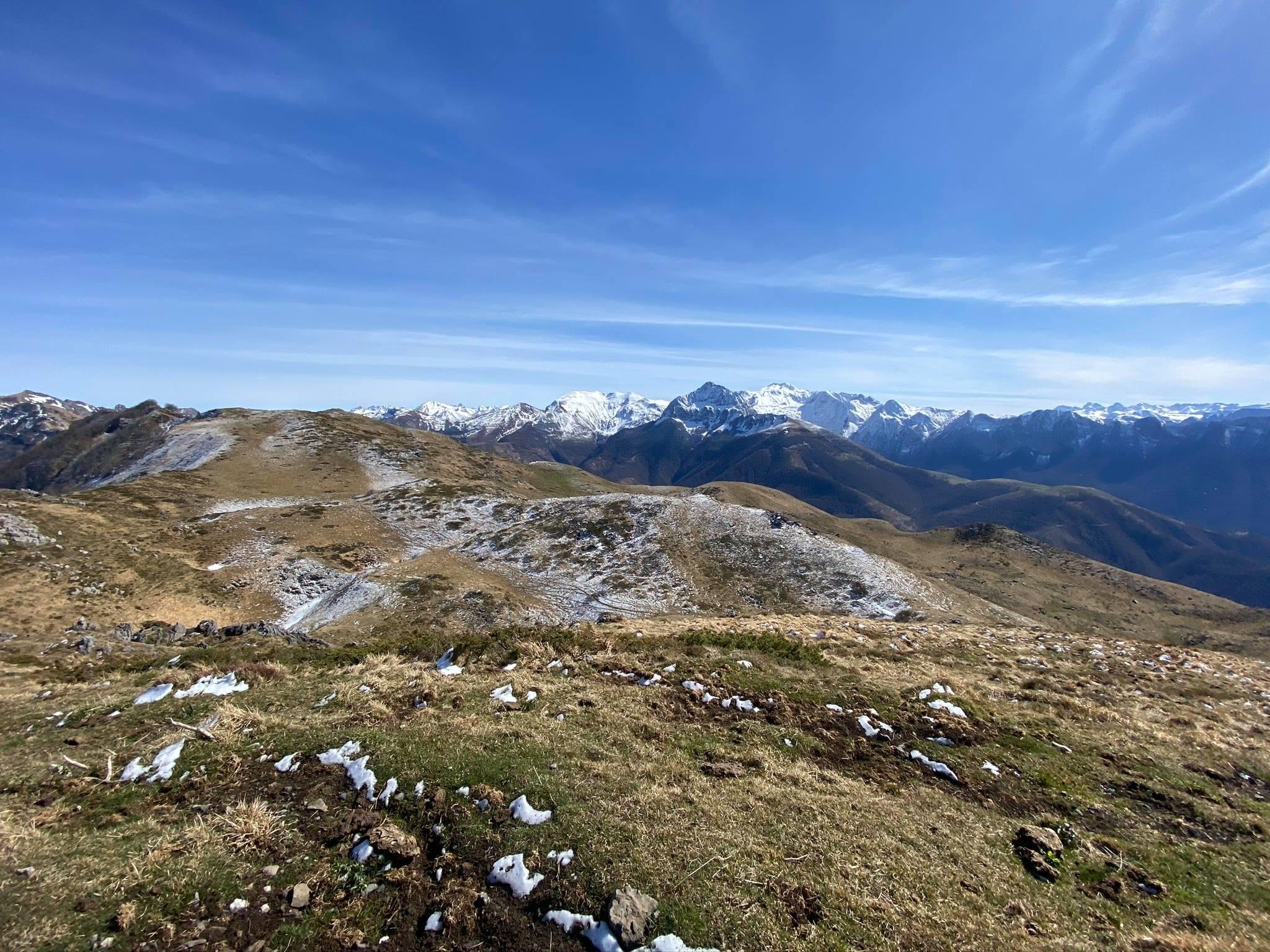 Un magnifique parcours de crêtes sur les hauteurs du plateau d'Ourdinse, depuis le Pic des Taulères