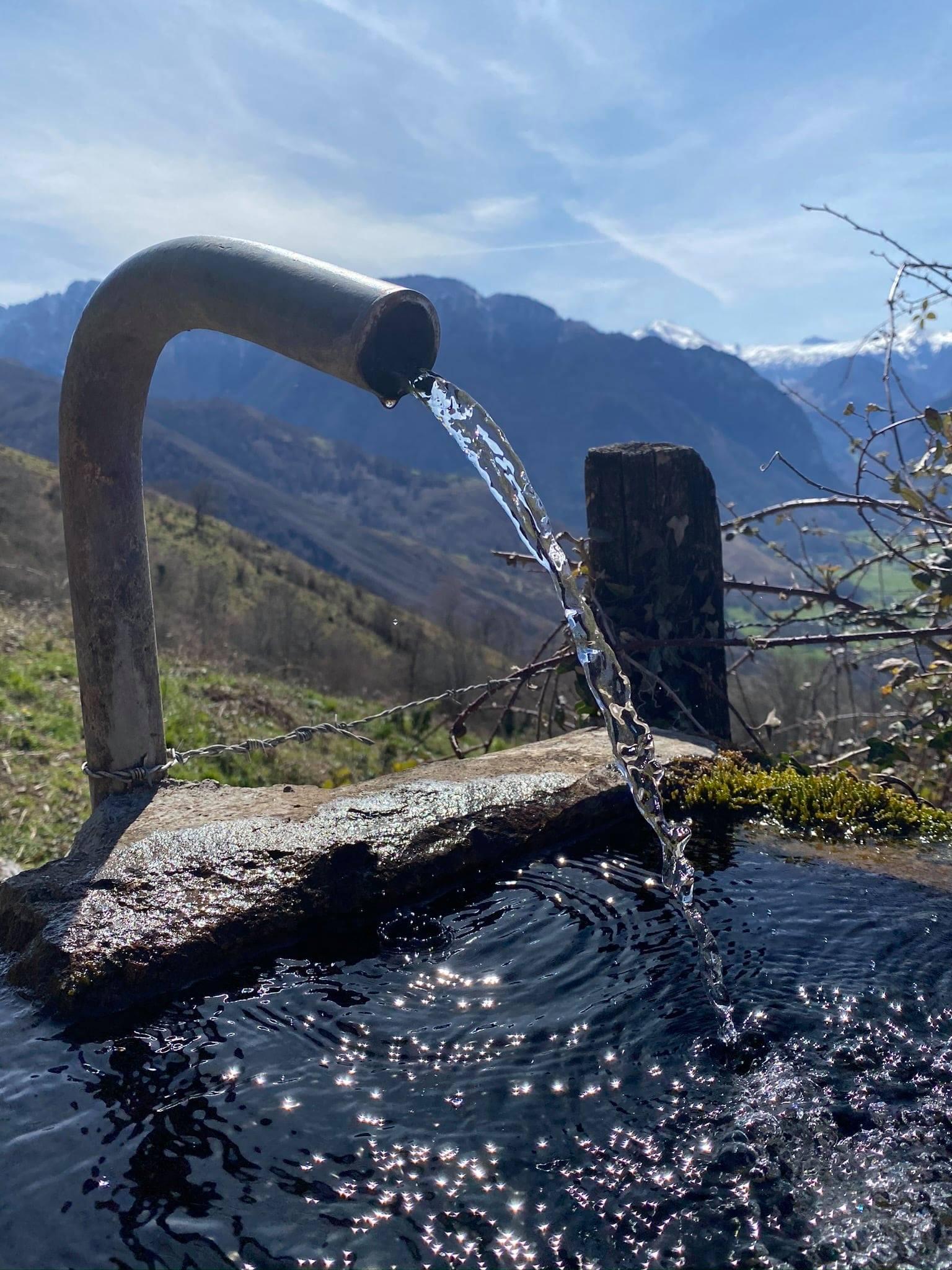 À la fontaine de Bourdious, on peut se désaltérer et se rafraîchir.