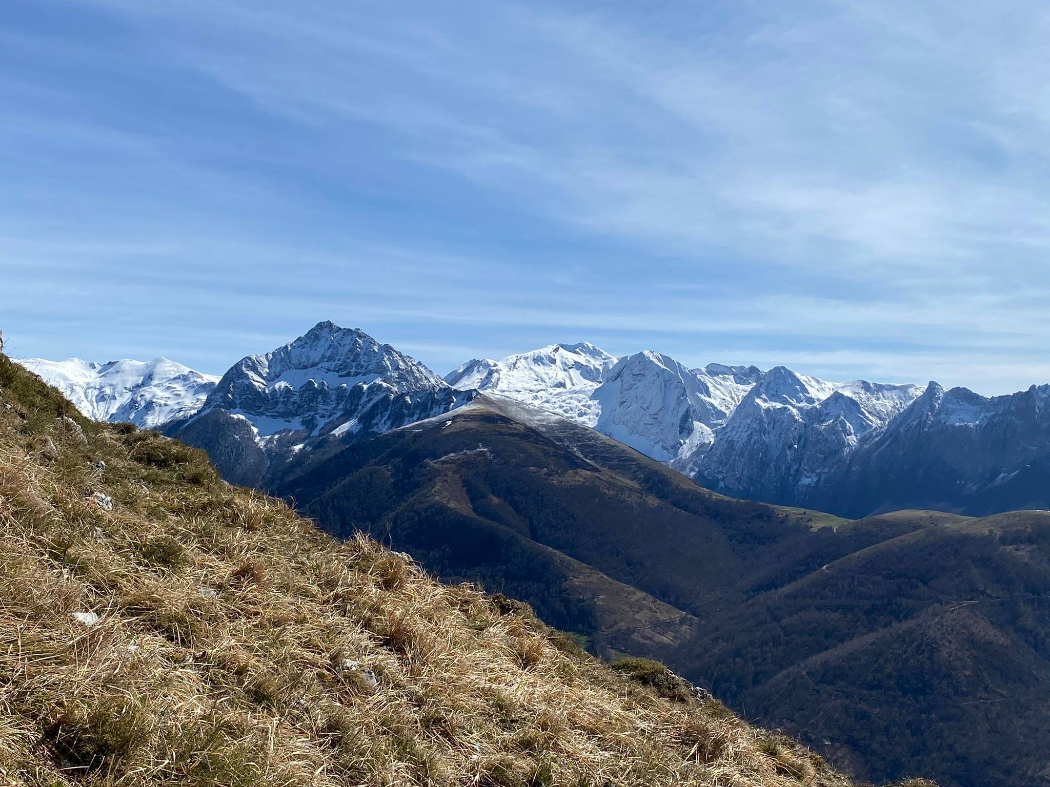 Belle vue sur les sommets enneigés