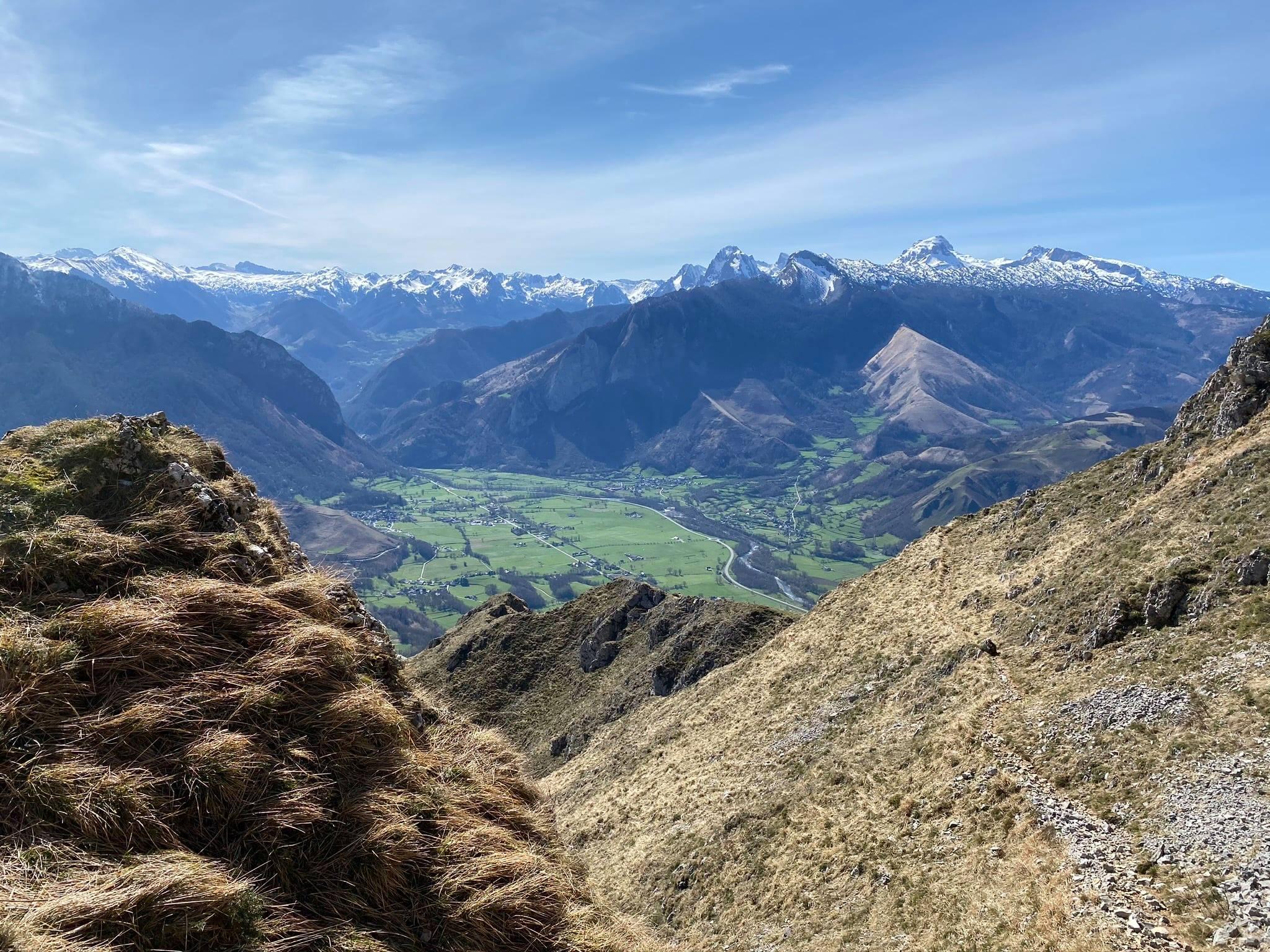 Un dernier regard en arrière sur la plaine de la vallée d'Aspe