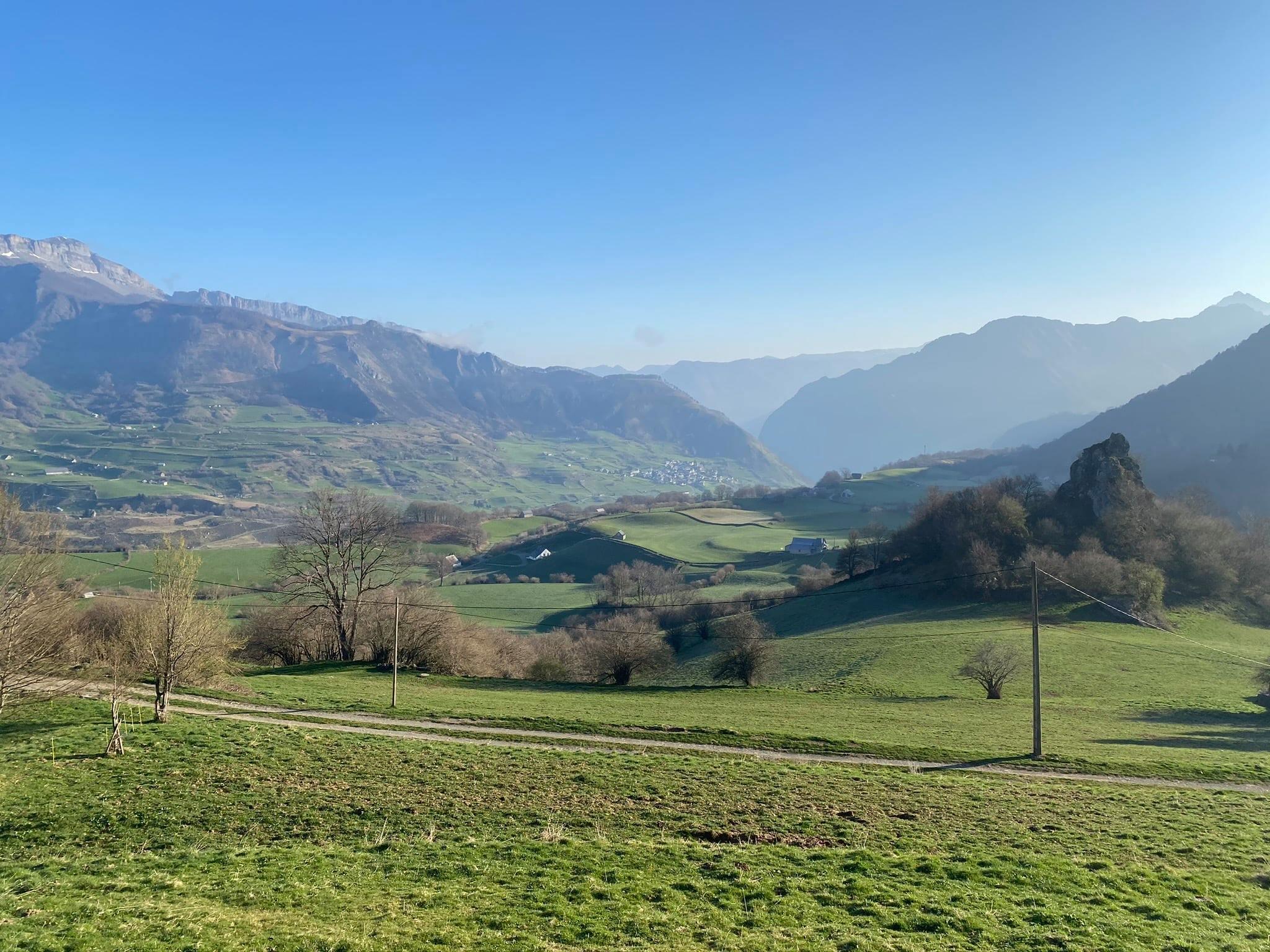 Vue sur le village de Lescun (900 m)