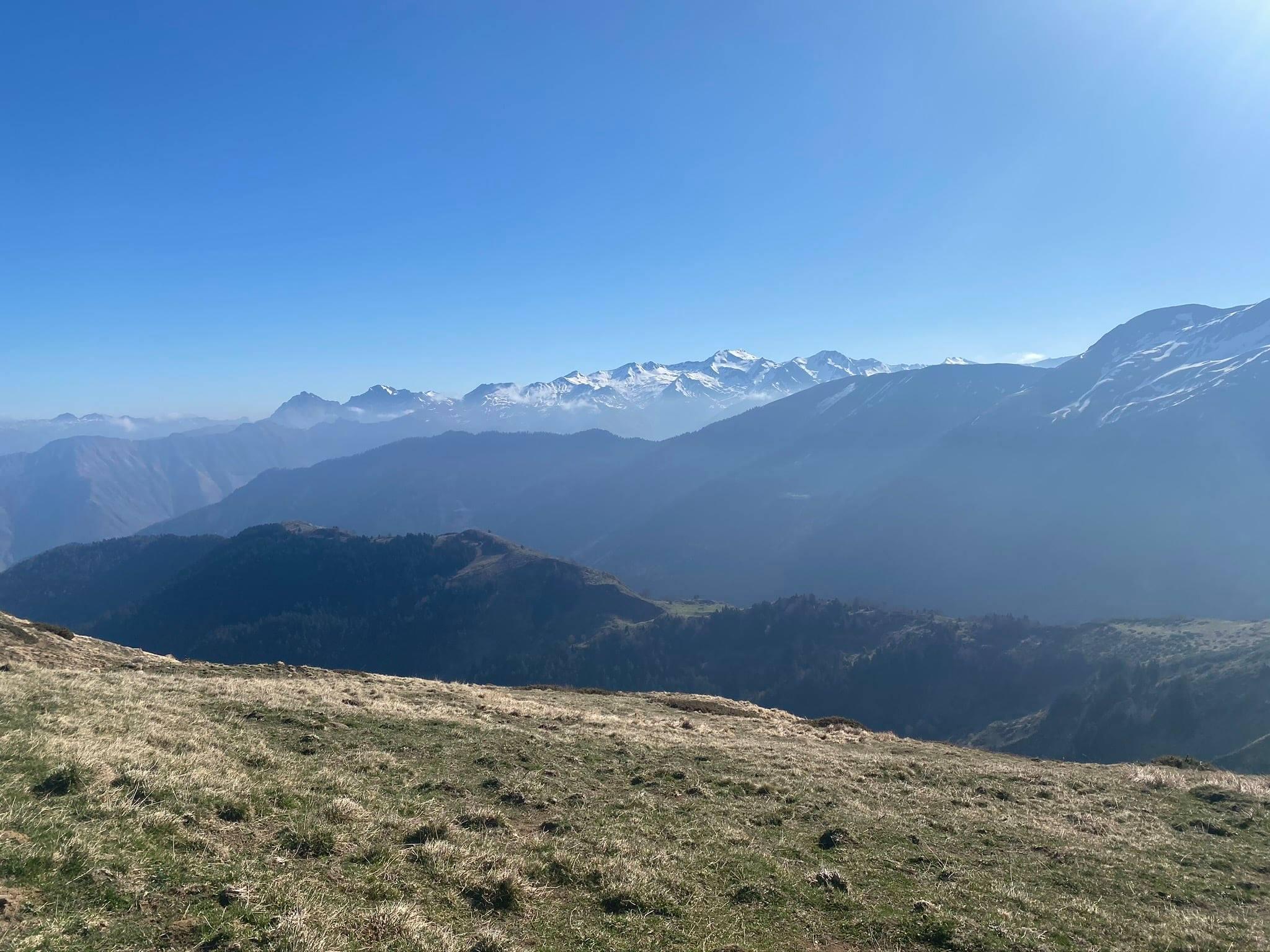 Jolie vue sur : Pic de Bergon, La Marère, Montagnon d'Iseye, Ronglet, Pic d'Anchet, Permayou, Pic de Sesques, Soum de Moundaut