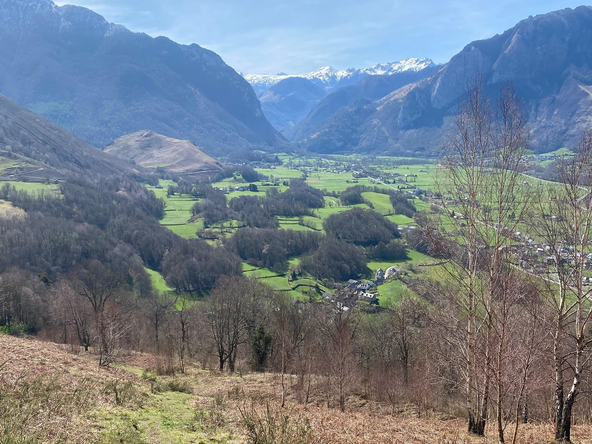 Très belle vue sur la vallée depuis la table d'orientation de Bedous