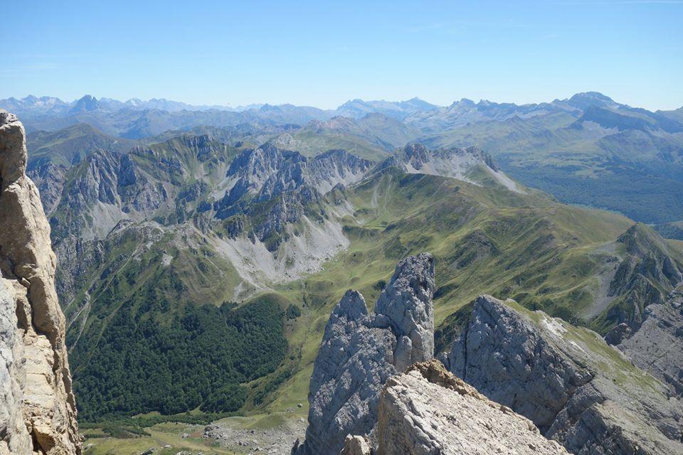 On distingue le Pic du Midi d'Ossau (2885 m) et la collarada (2886 m)